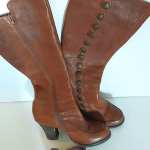 Crown  Vintage Tan/ Camel  Leather Boots